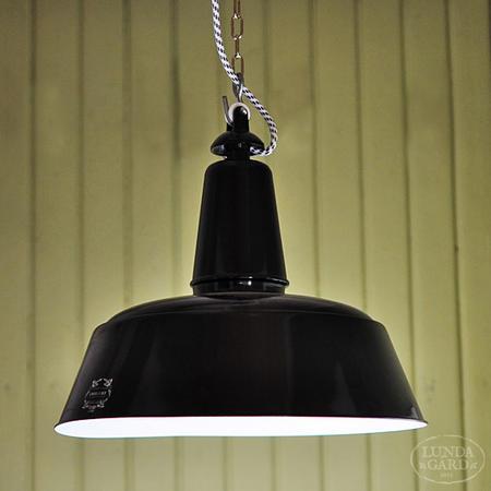 Bolich stor svart emaljerad taklampa