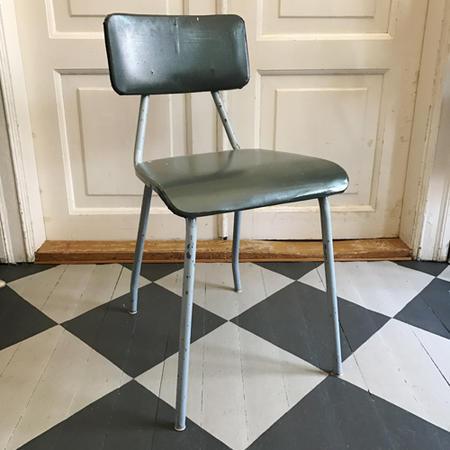 Vanha metallinen tuoli
