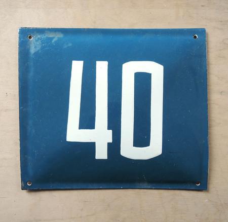 Gammal blå emaljskylt nummer 40