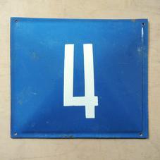 Vanha sininen emalikyltti numero 4