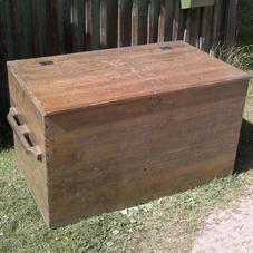 Gammal stor träkista/förvaringslåda