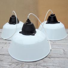 Vit emaljerad industrilampa