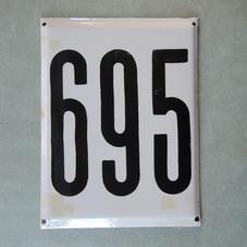 Stor gammal emaljskylt nummer 695