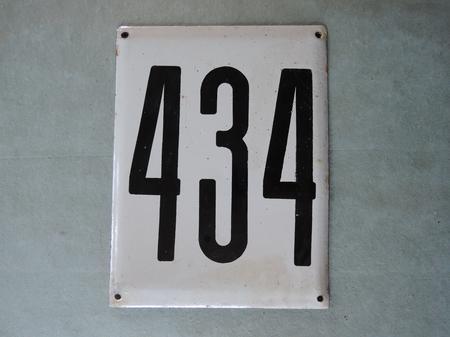 Iso vanha emalikyltti numero 434