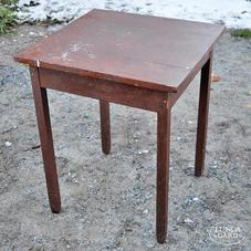 Pieni vanha pöytä