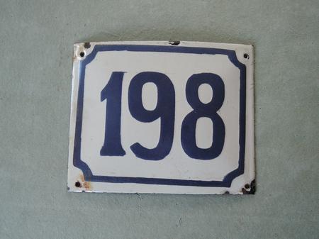 Gammal emaljskylt nummer 198