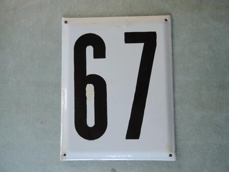 Iso vanha emalikyltti numero 67