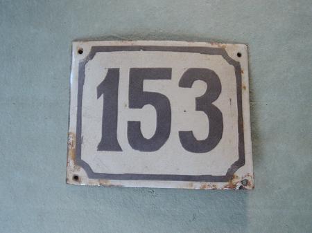 Gammal emaljskylt nummer 153