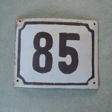 Gammal emaljskylt nummer 85