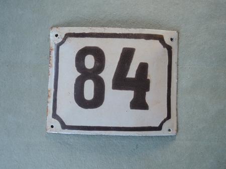 Vanha emalikyltti numero 84