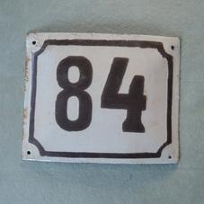 Gammal emaljskylt nummer 84