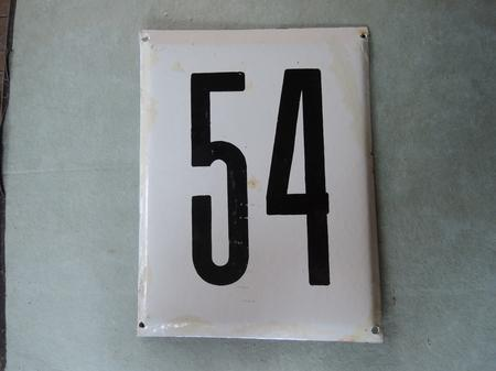 Stor gammal emaljskylt nummer 54