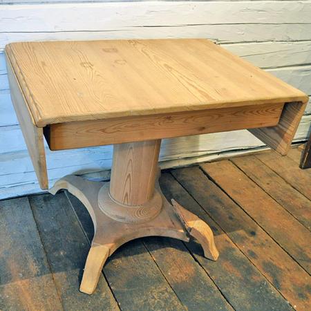 Vanha puupuhdas klaffipöytä