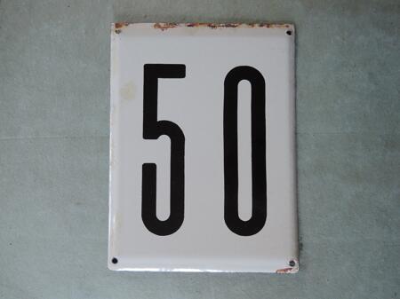 Iso vanha emalikyltti numero 50