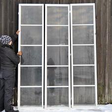 Gamla femrutiga fönster