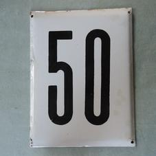 Stor gammal emaljskylt nummer 50