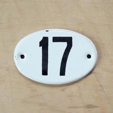 Pieni vanha emalikyltti numero 17