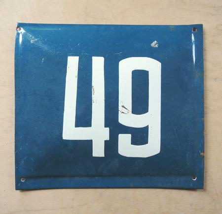 Gammal blå emaljskylt nummer 49