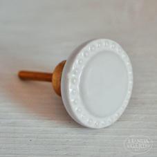 Stor vit prickig porslinsknopp
