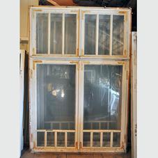 Gamla fönster med karm – nr 32