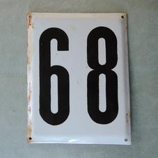 Stor gammal emaljskylt nummer 68/89