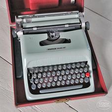 Gammal olivetti skrivmaskin