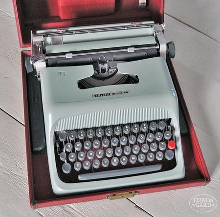 Vanha olivetti kirjoituskone