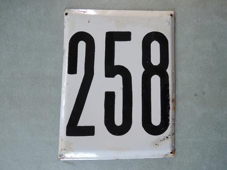 Iso vanha emalikyltti numero 258