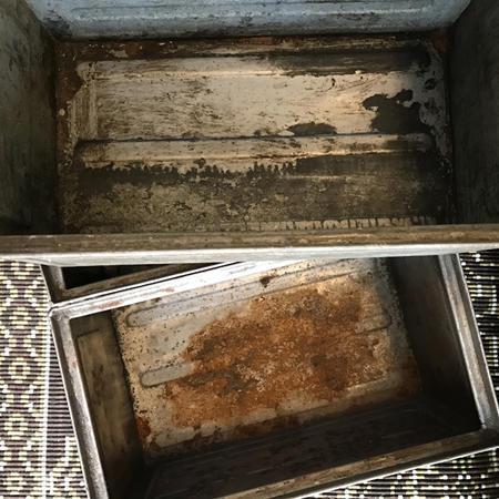 Vanha metallinen laatikko 1