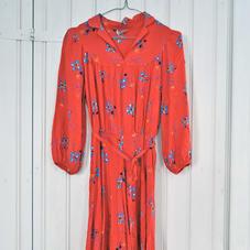 Punainen vintage mekko